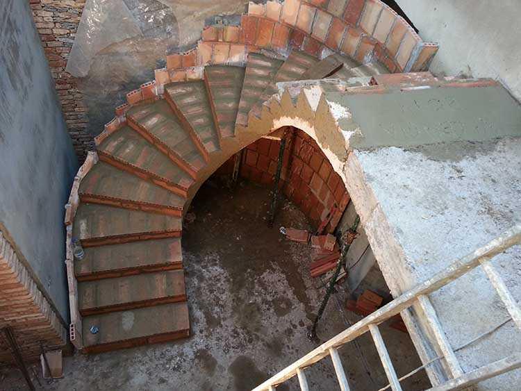 Construcci n de una escalera escaleras clavel for Escaleras para construccion